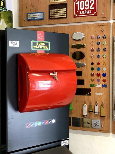poštovní schránky a kasičky